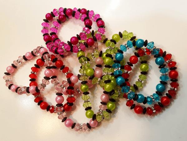 دستبند زنانه مهره پلاستیکی در رنگهای مختلف